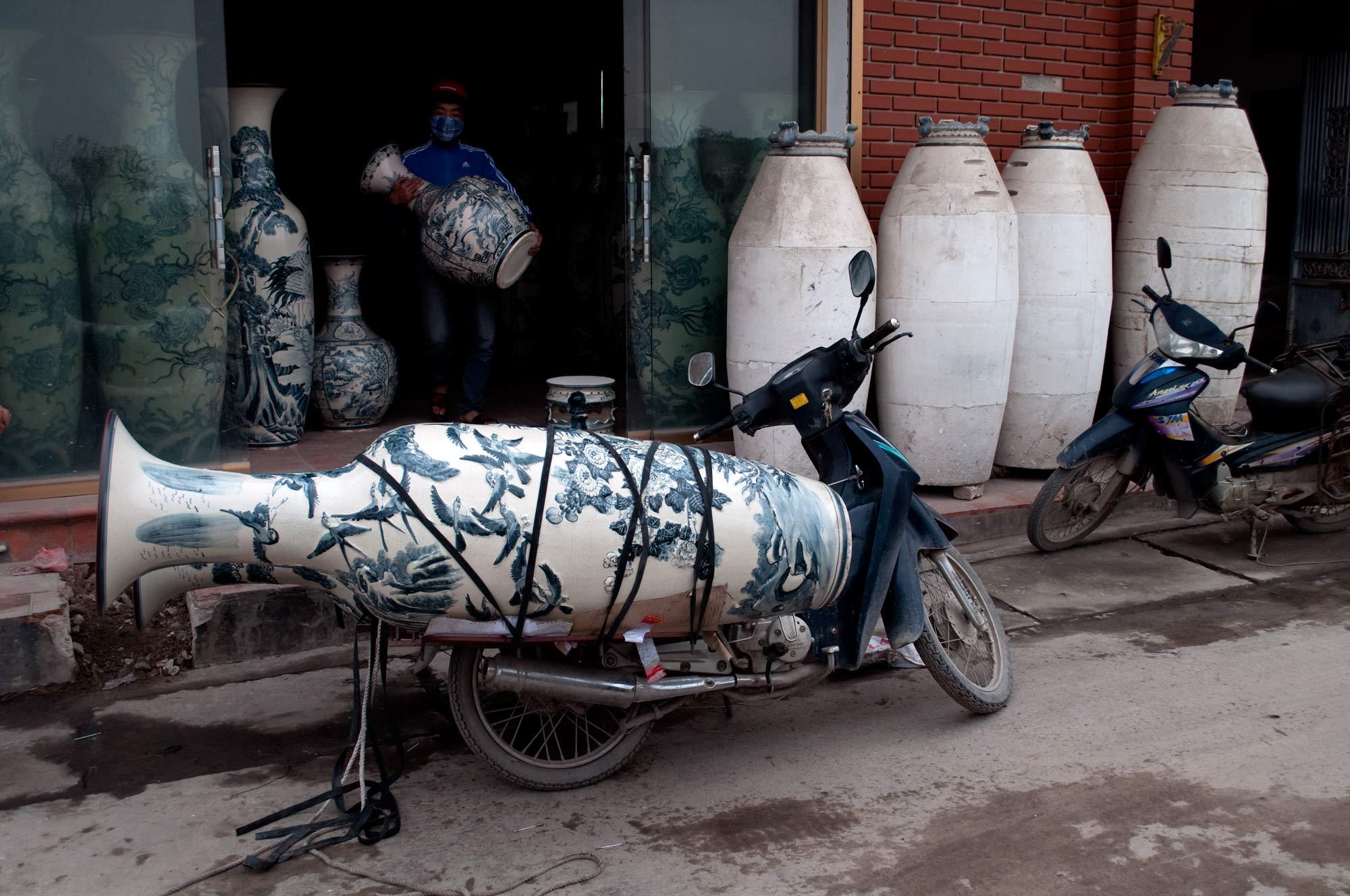 travel-vn-jar-onscooter.jpg