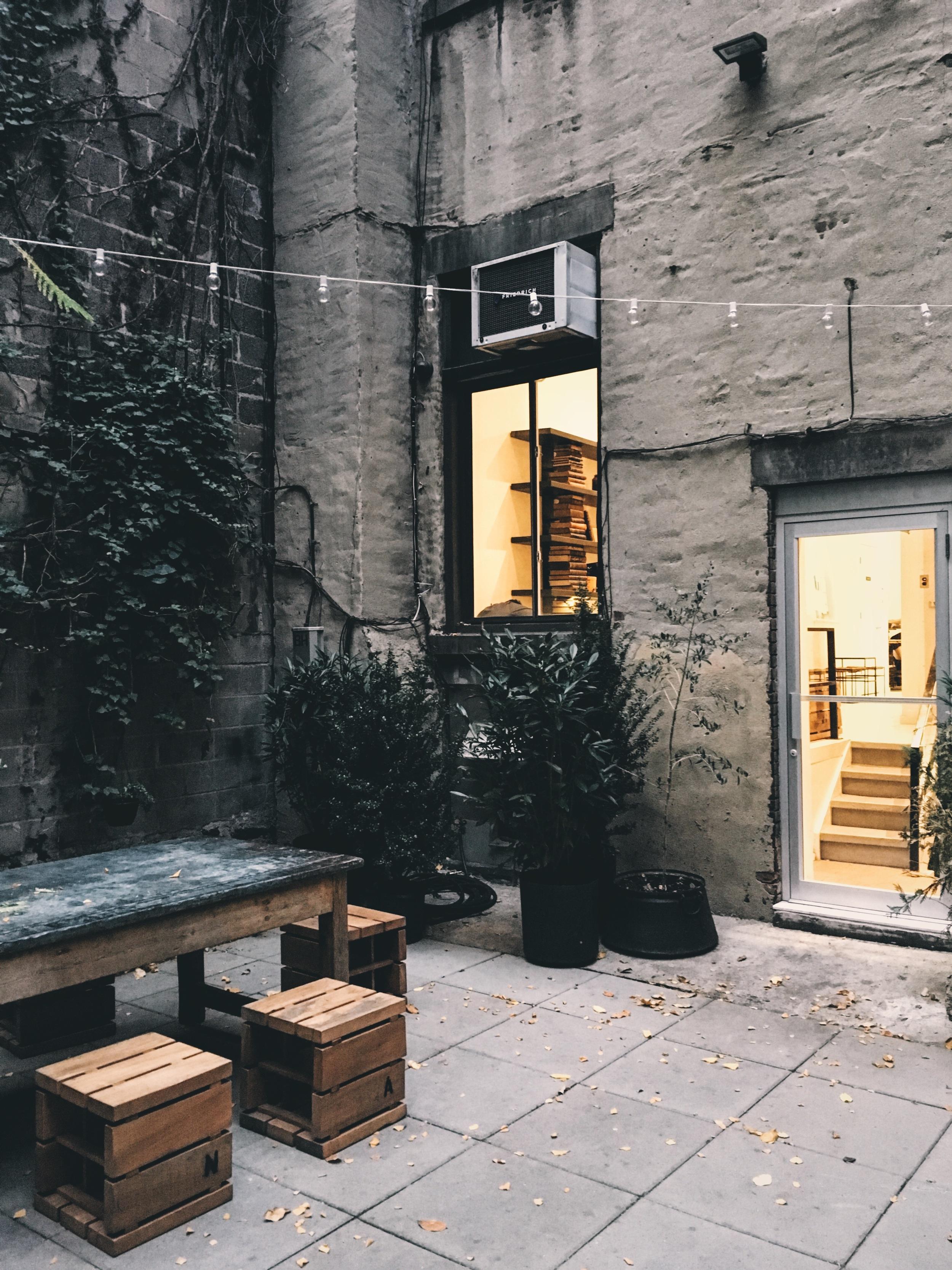 nyc_coffee_shop_outdoor_seating.jpg