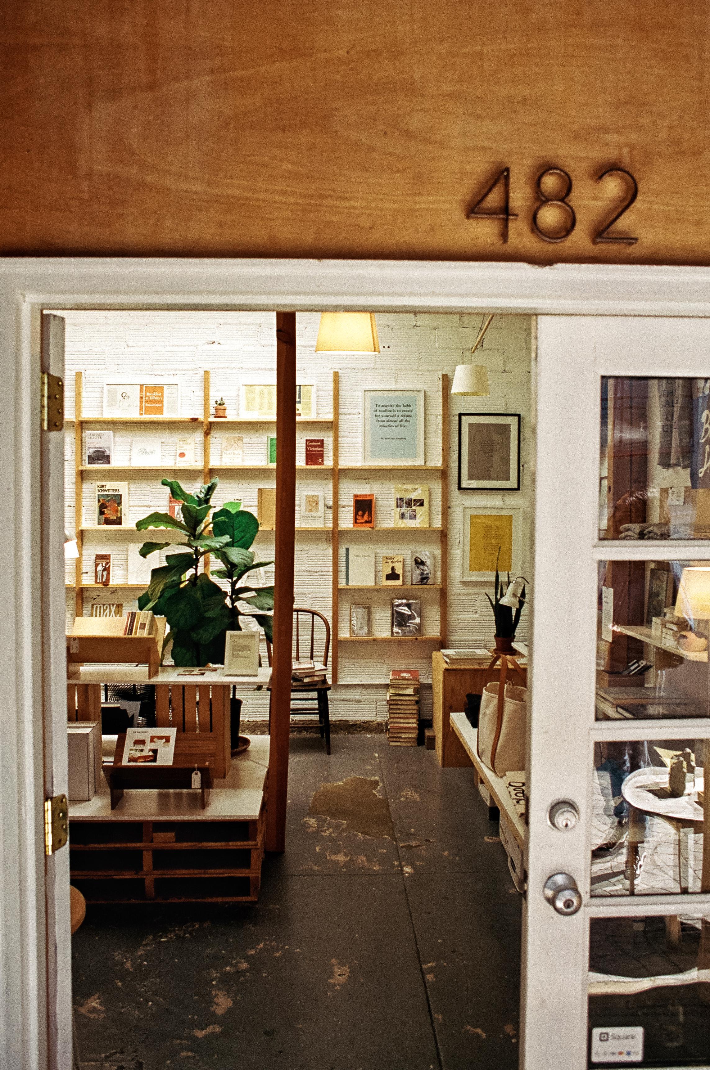 bookshop_oakland_temsecal_alley