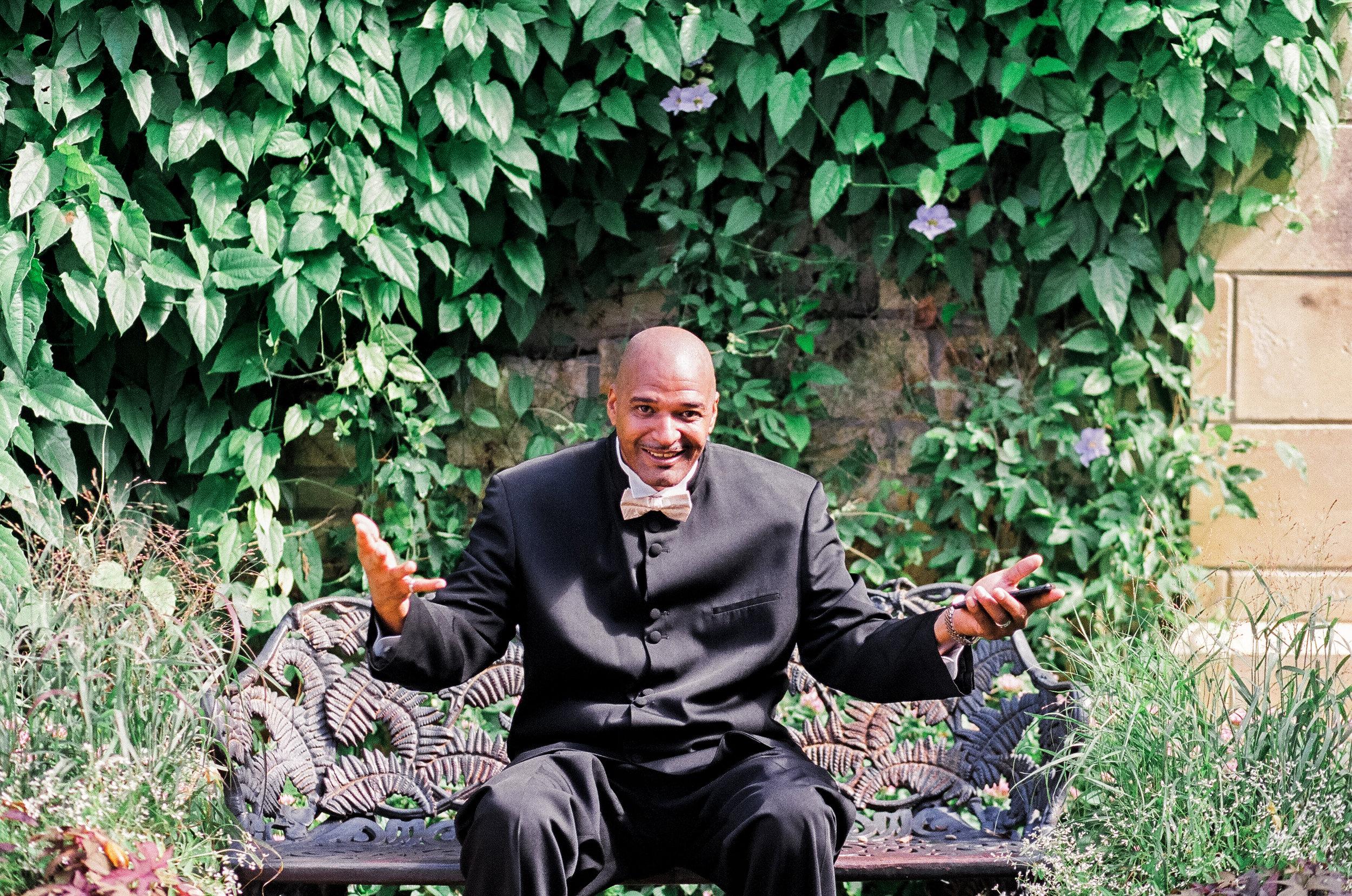 dallas aboretum groom portrait