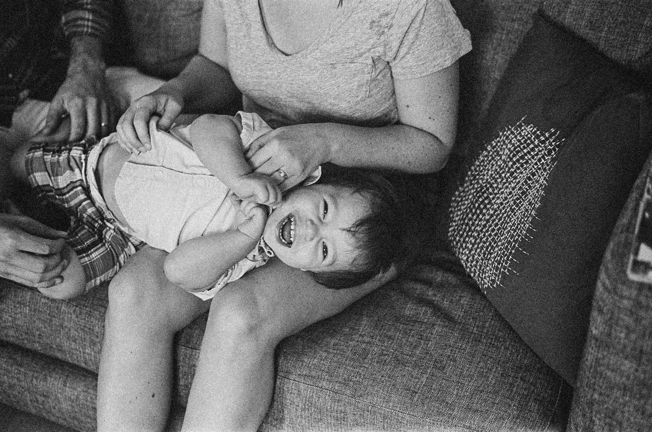 family_portrait_couch_35mm_trix400