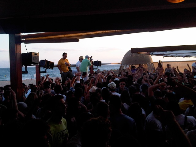 NOSOLO AGUA SUNSET BEACH PARTY IN FALESIA BEACH IN VILAMOURA