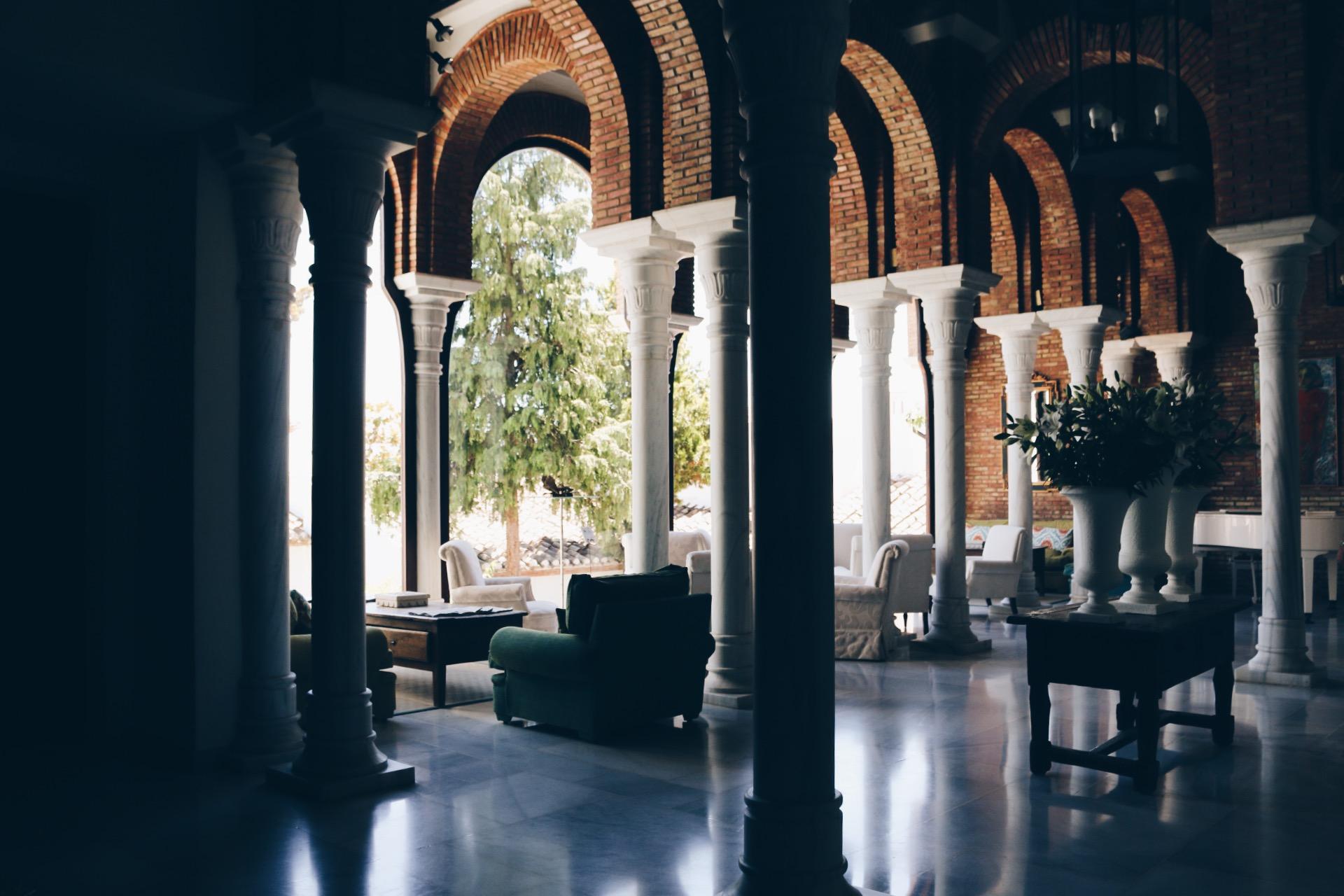 PUTTING ALL OTHER LOBBIES TO SHAME:   HOTEL LA BOBADILLA