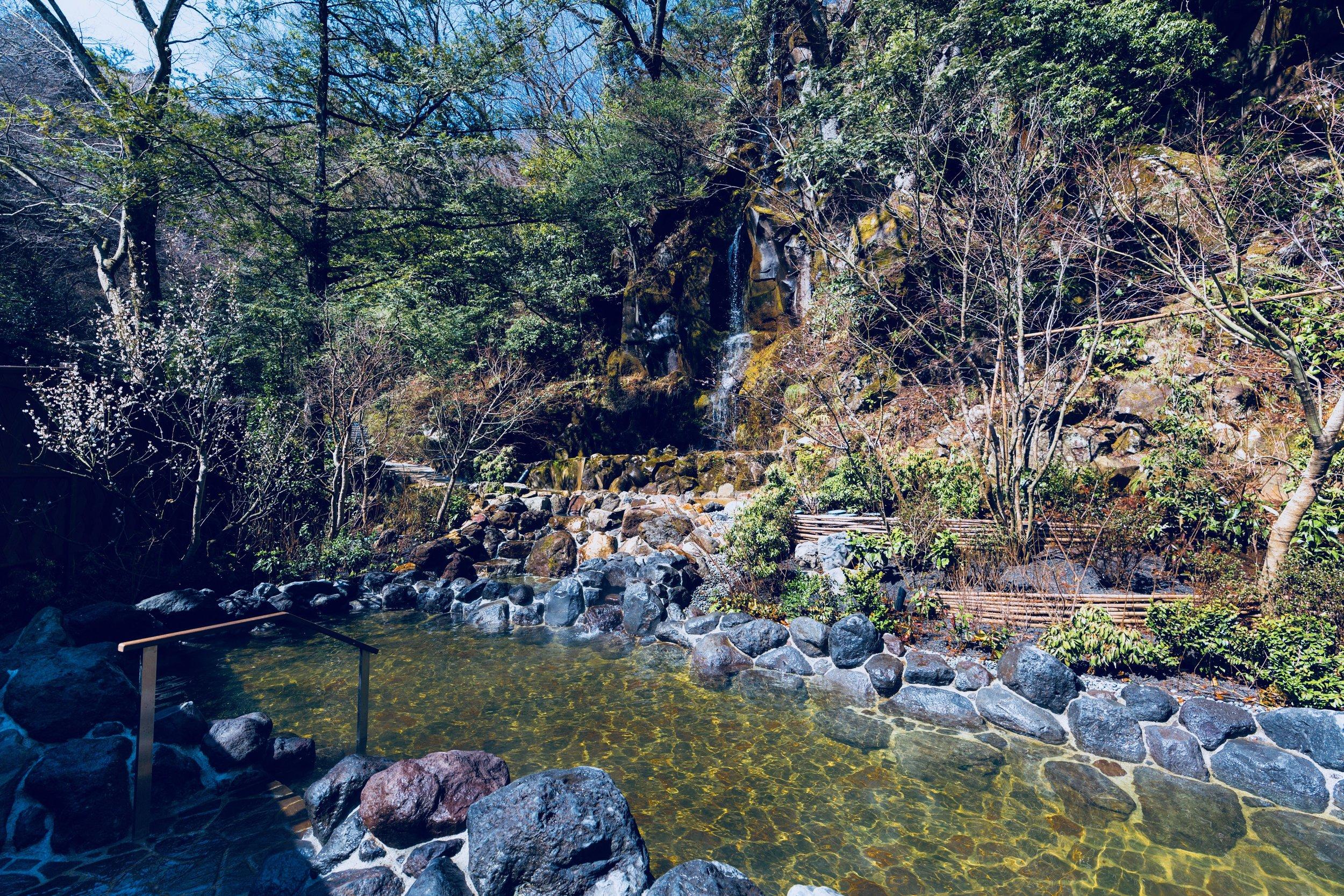 """The """"Kurumazawa"""" waterfall hot springs at  Hakone Kowakien Tenyu"""
