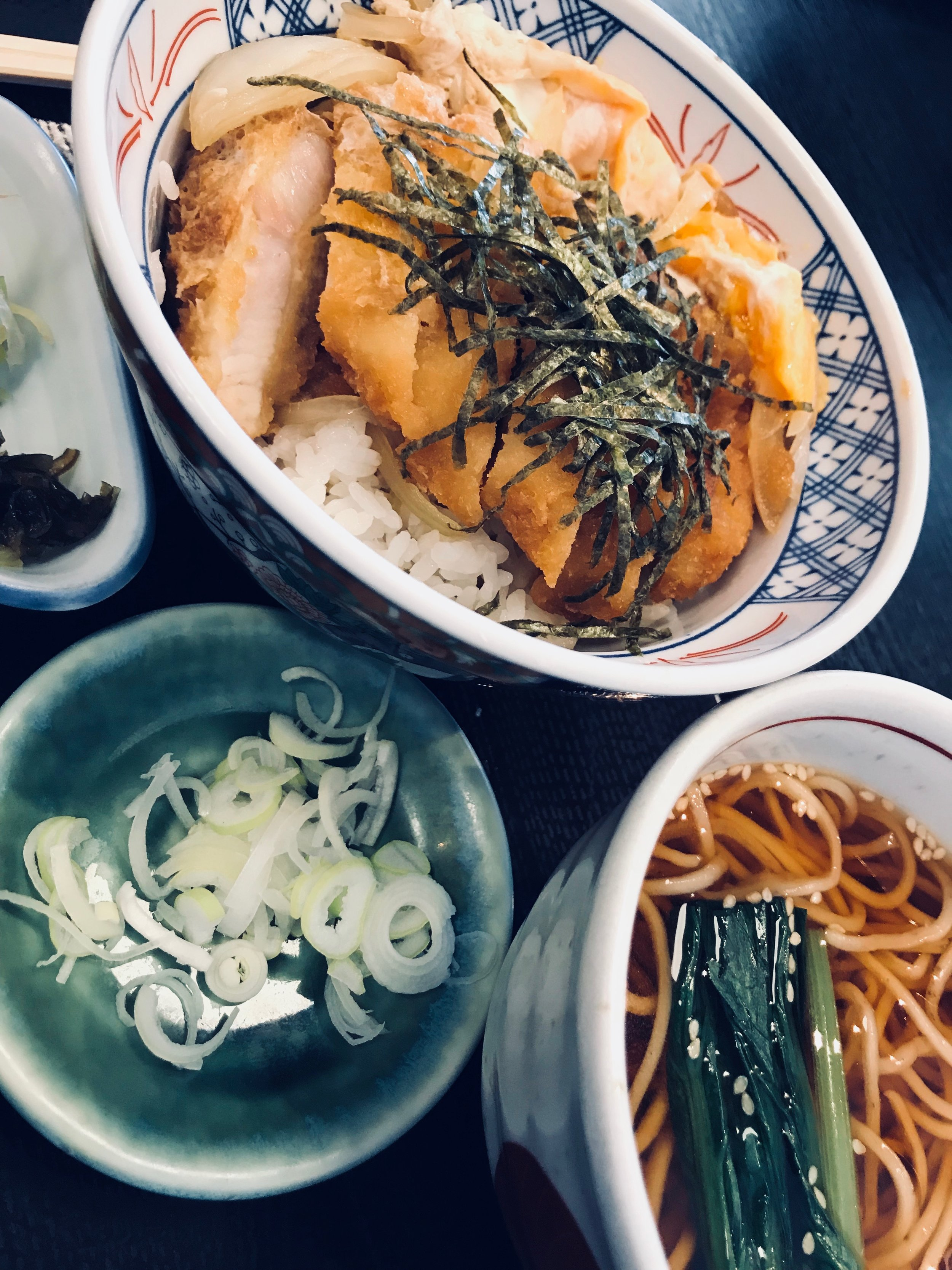 Pork cutlets with rice and soba