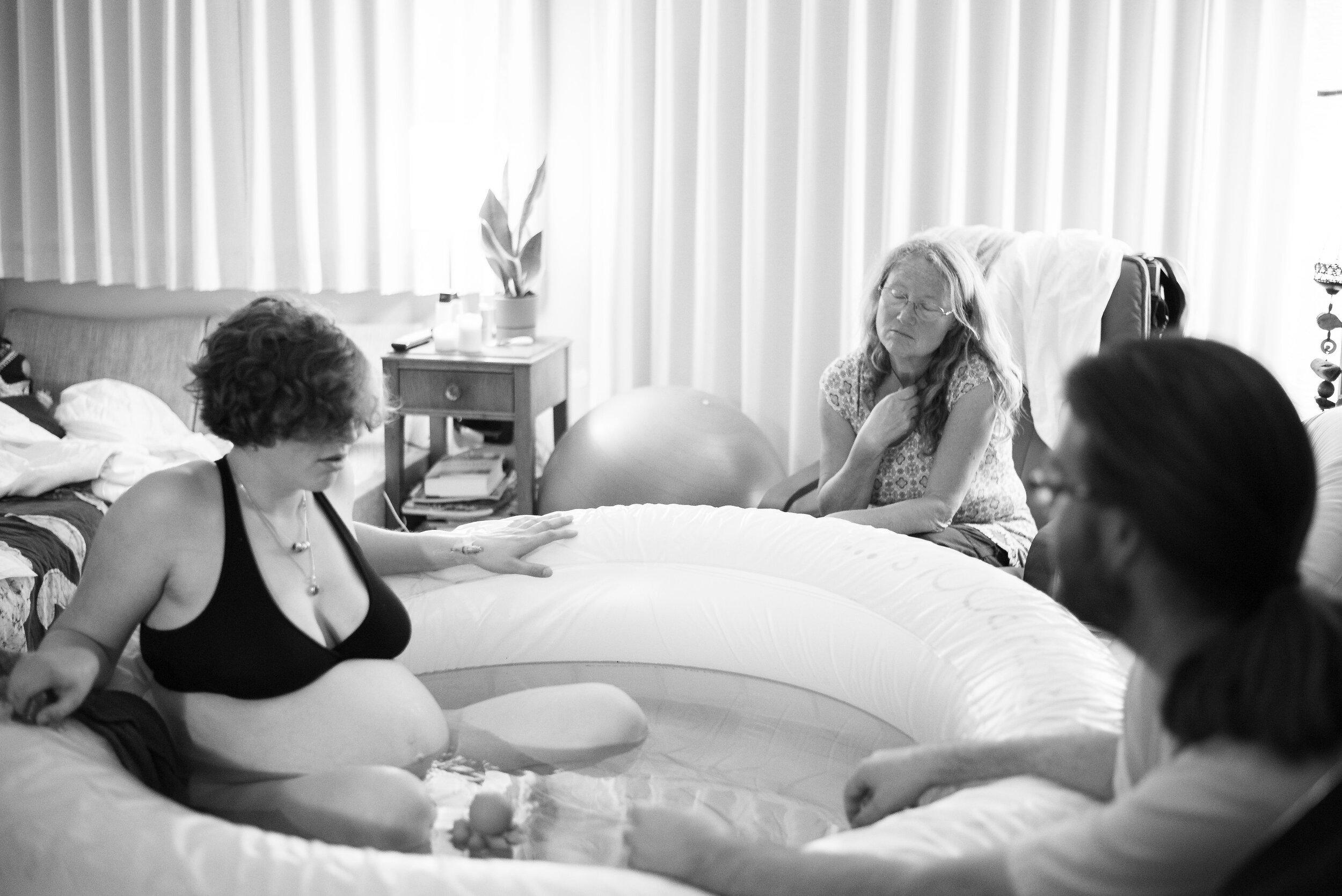 Kate Neale Photography.  Burnaby. Home birth.  Birth Photography_.jpg