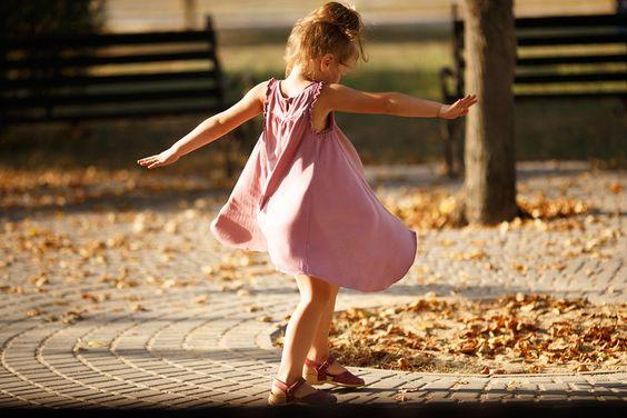 Danse des Saisons Intérieures - Un samedi par mois de 10h à 12hSe mettre en mouvement avec son corps, se laisser fondre dans la musique, dans son souffle, petit à petit sentir, ressentir, explorer et vivre son propre mouvement dans la sécurité du groupe.