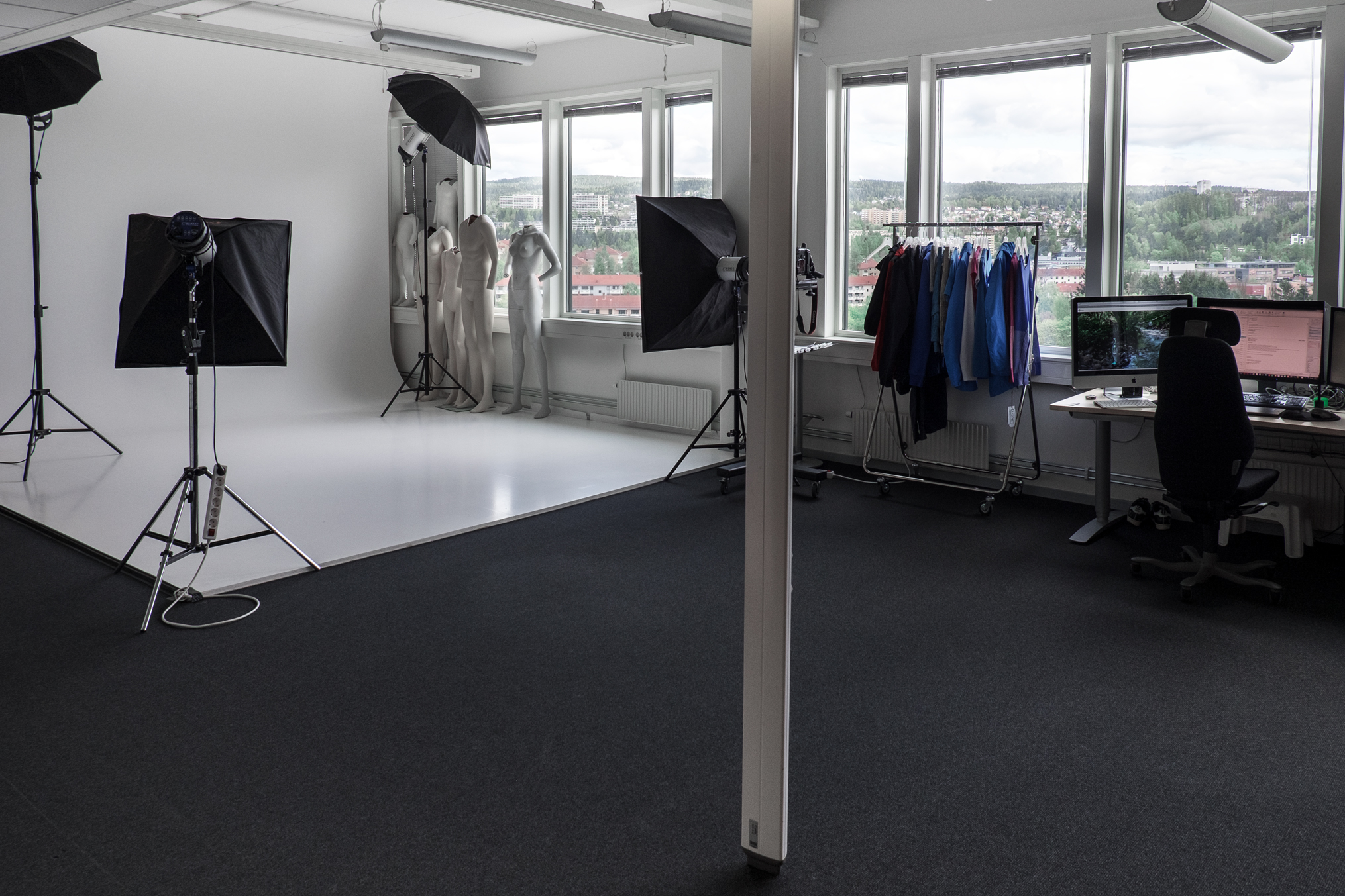 The studio walls are supplied and manufactured by Rune Skogen  studiowalls.no