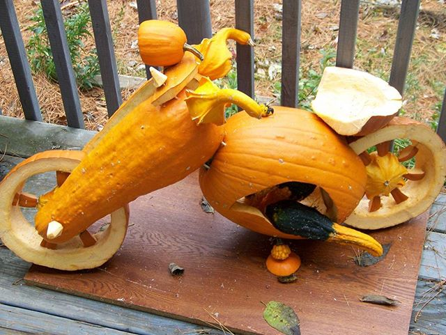 Happy Thanksgiving, ride safe!  #happythanksgivng  #vanburensisters  # womancanifshewill #motorcyclesofinstagram #motorcycle #womenwhoride #pumpkincarving