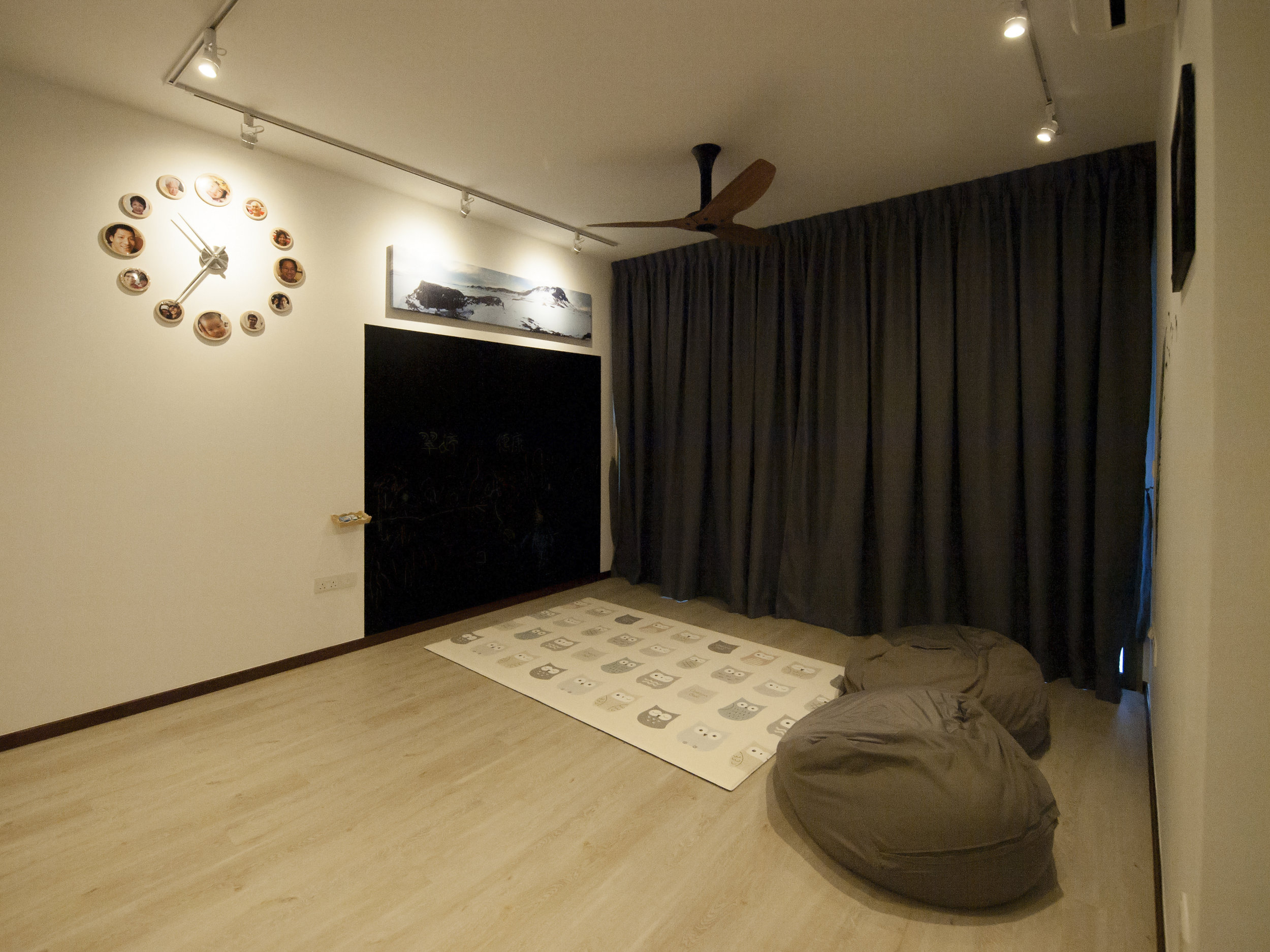 A chalkboard wall for the kids to draw and unleash their creativity.