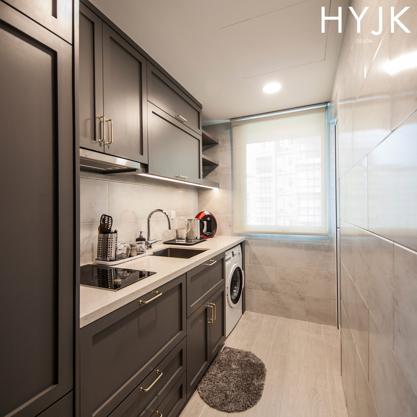 A small but space efficient kitchen.