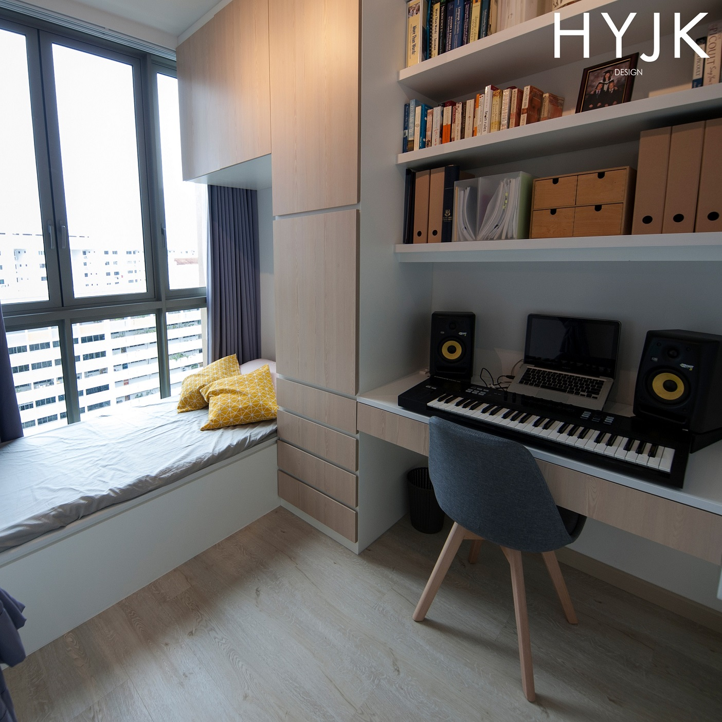 This guest room has multiple functions. It is the music room and study too. The built-in shelves, cabinets and desk maximise the wall space which makes this tiny room look spacious! (Project Chill Culture)