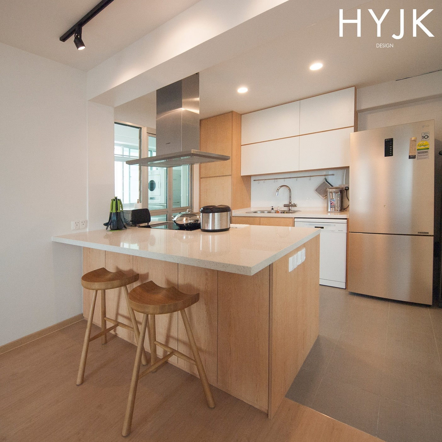 This modern open kitchen allows free interaction between your guests and you! (Project Repository)