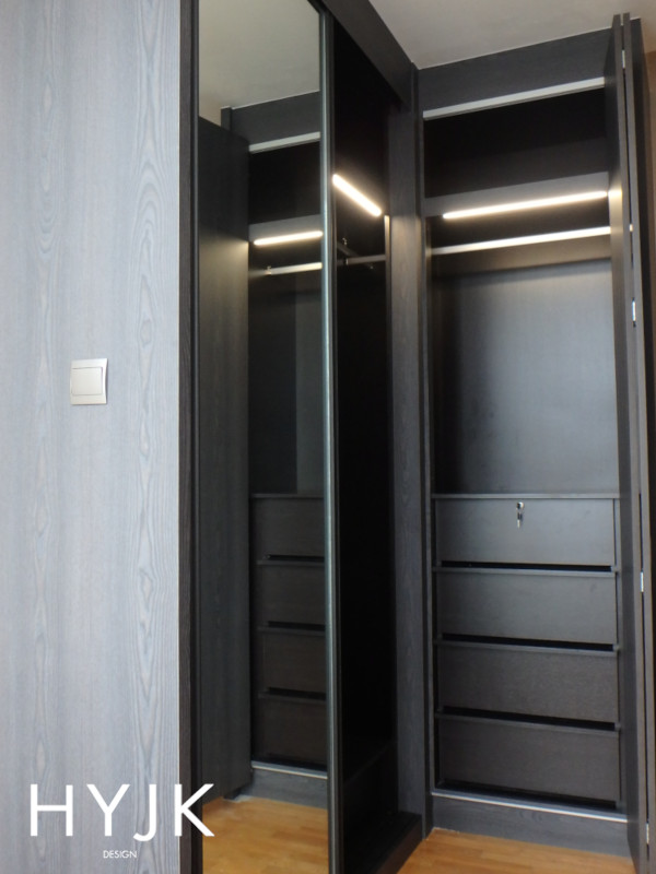 Combination of sliding and bi-fold doors in a wardrobe. (Project Fresh Take)