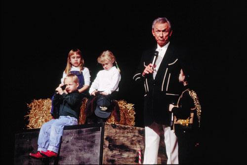 Mel Tillis performing with his grandchildren.