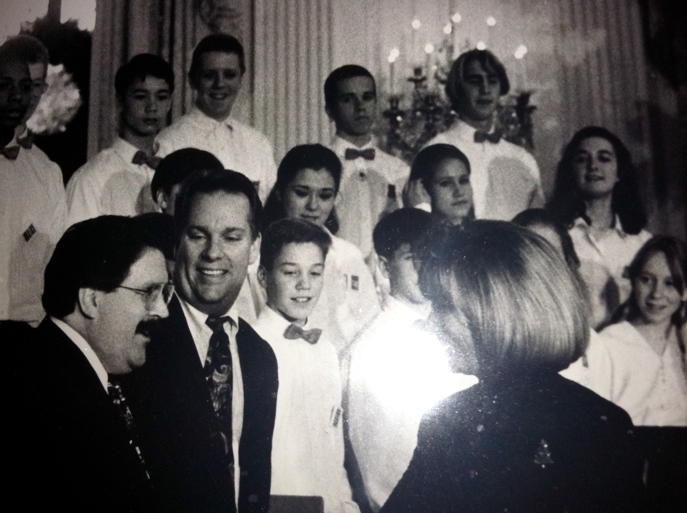 Thomas Pedersen speaks to pianist Keith Thompson and First Lady Hillary Clinton at Christmas At The White House in December 1993.