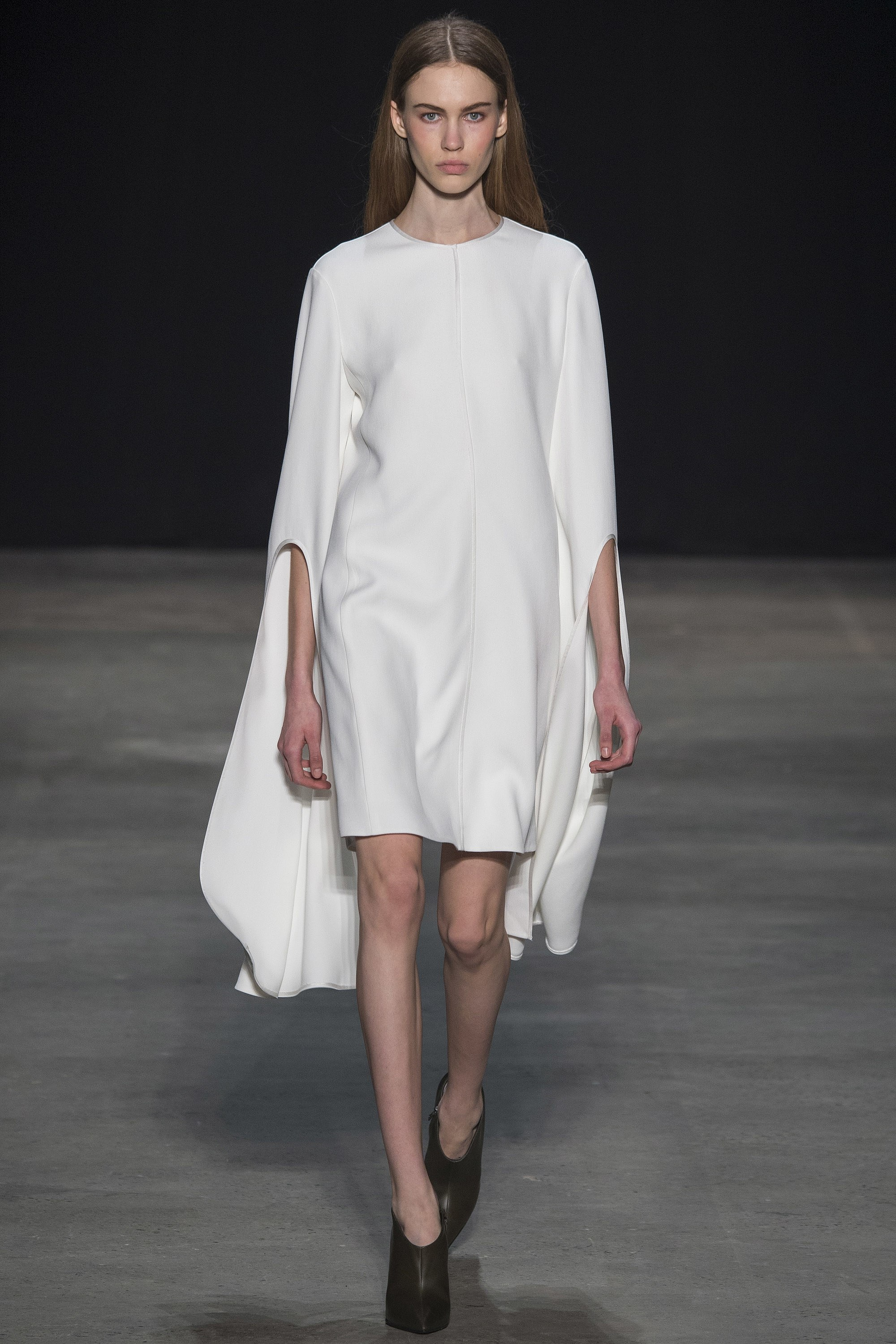 NARCISO RODRIGUEZ -  the extended sleeve and Cape efffect