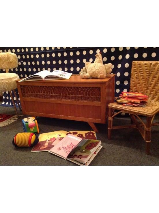 coffre-a-jouets-en-bois-et-rotin-annees-50-60.jpg
