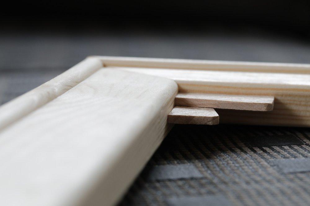 Fotobilder_Robuster Holzrahmen mit keilen.jpeg