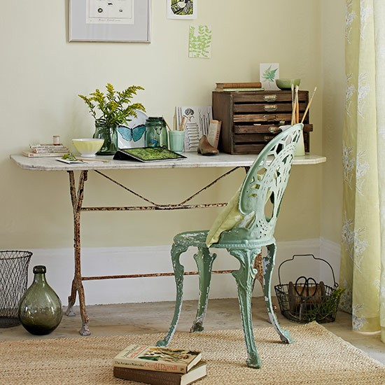 Vintage-table-and-chair-in-yellow-room--Country-Homes-and-Interiors--Housetohome.co.uk.jpg