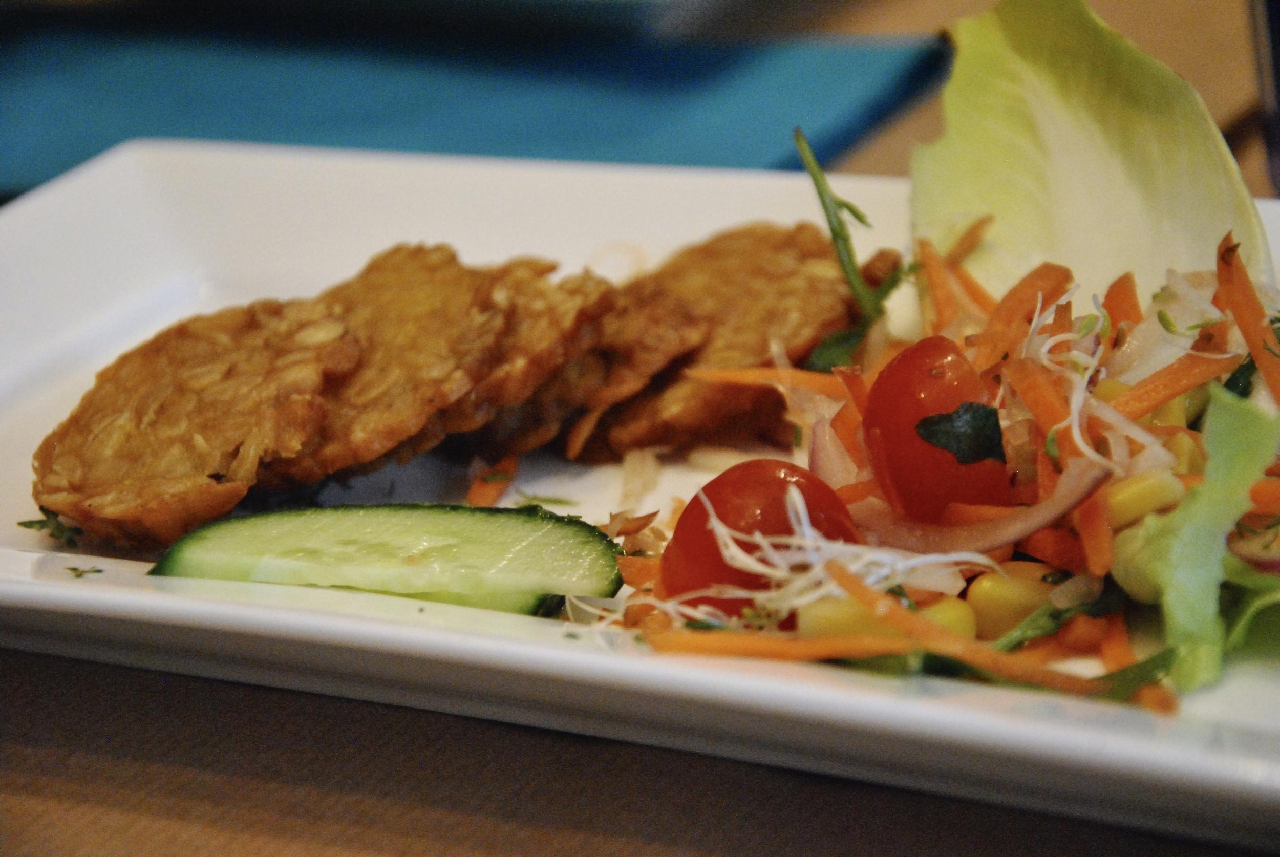 smoked tempeh salad