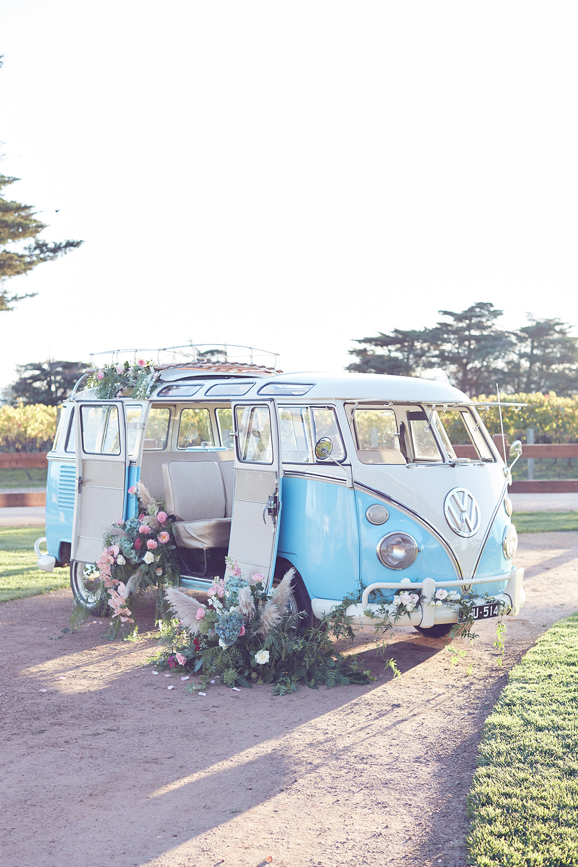 Flower bomb kombi by Lost In Love Photography a bridal editorial