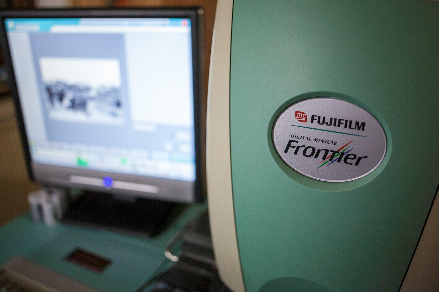 A Fuji Frontier SP-3000 scanner (image courtesy by meinfilmlab.de)