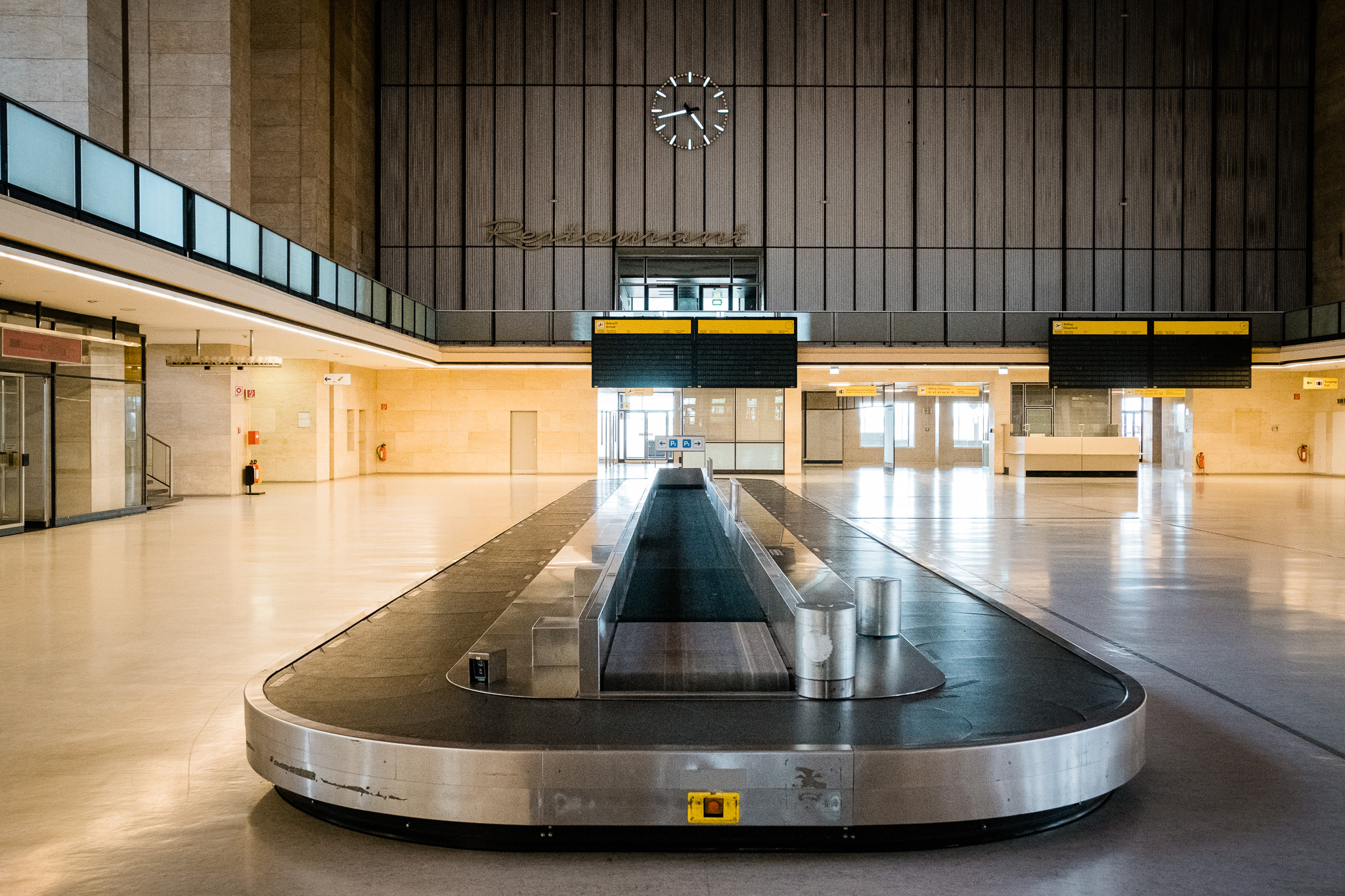 The baggage carousel in the main hall.