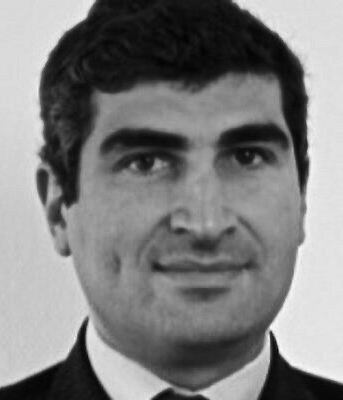 """Aymar de La Mettrie - Aymar est diplômé de l'Ecole centrale de Marseille, il détient un DESS de gestion de l'IAE et un master 2 en relations internationale (thème anticipation et prospective) à Lyon 3Après un début de carrière dans le conseil industriel notamment chez CSC Peat Marwick puis ALCOM, il devient responsable de méthodes de conception et d'innovation chez DECATHLON jusqu'en 2004. Membre d'équipes de développement et de mise sur le marché d'innovations, il participe aussi aux réflexions prospectives sur l'avenir du groupe et de ses marchés. Il crée ensuite une société de conseil spécialisée en innovation et intervient pour des clients industriels autant que pour des acteurs de biens et services de grande consommation sur la prospective des marchés et des organisations et le développement d'innovations produits ou service. Aymar prend en charge le développement du pôle de """"stratégie et management de l'innovation"""