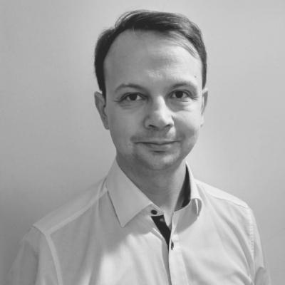 Nicolas Smeets - Nicolas est diplômé de l'Institut Supérieur de Commerce de Paris et du MBA d'Intelligence Economique de l'EGE.Il évolue depuis 2003 auprès des grands établissements financiers où il apporte des conseils en intelligence du risque. Il s'est spécialisé et Due Diligence et Lutte Anti-Blanchiment.Nicolas intervient en investigation à partir de sources ouvertes (OSINT) au sein du Master exécutif Droit des Affaires et Conformité de Paris Assas.Il dirige actuellement le cabinet LAB CONFORMITE, où il définit les programmes de formation afin de transmettre aux praticiens de la conformité, les compétences et les savoir-faire les plus actuels dans un univers réglementaire changeant et toujours plus complexe.
