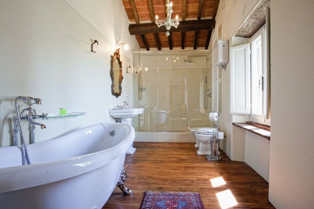 cortona-villa-bathroom.jpg