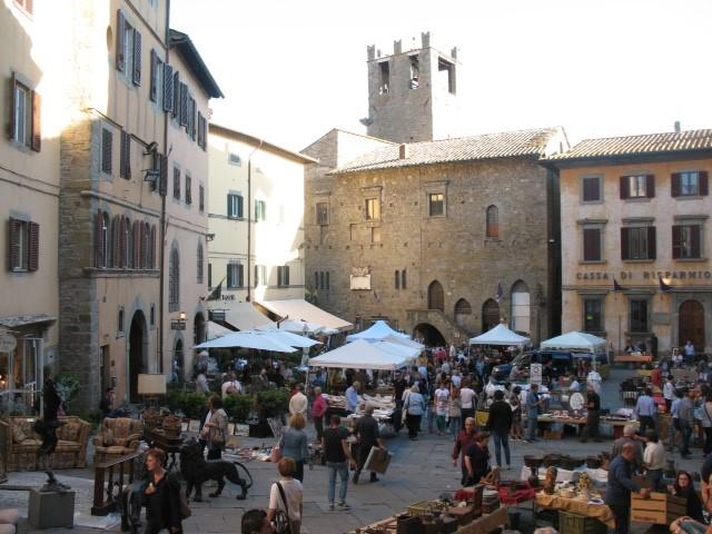 antique-market-cortona-tuscany.jpg