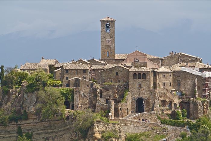 Civita-di-Bagnoregio-rooftops.jpg