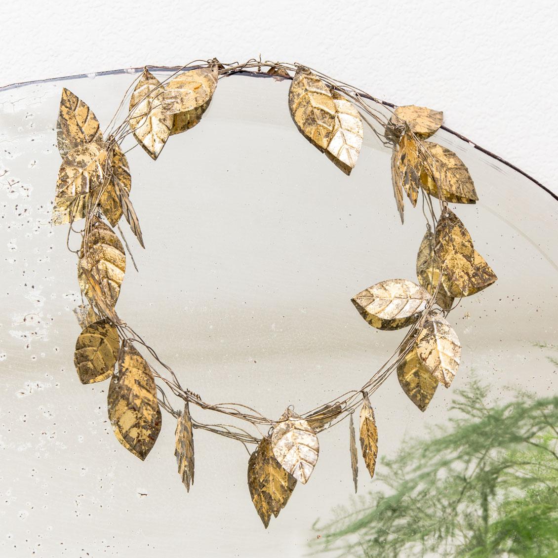 couronne de feuilles dorées
