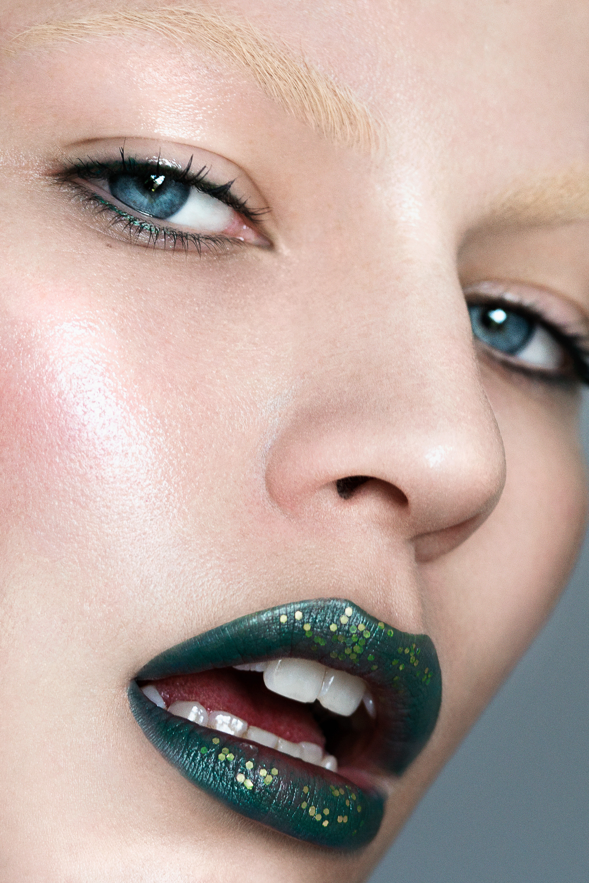 EXPLORING GREEN BEAUTY WITH GREEN MAKEUP   Image by  Kass Bruni