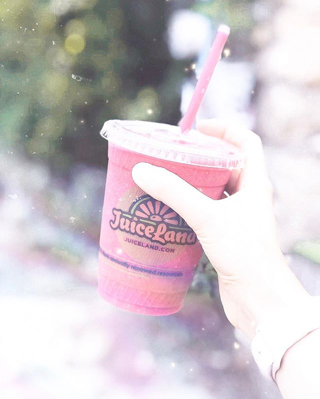 labor day plans: sipping a @juiceland smoothie pool side while soaking up all of the rays ☀️✨