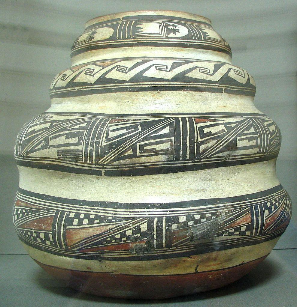 Hopi Jar (c.1880s) by legendary ceramicist  Nampayo . Photo courtesy  Wikicommons .