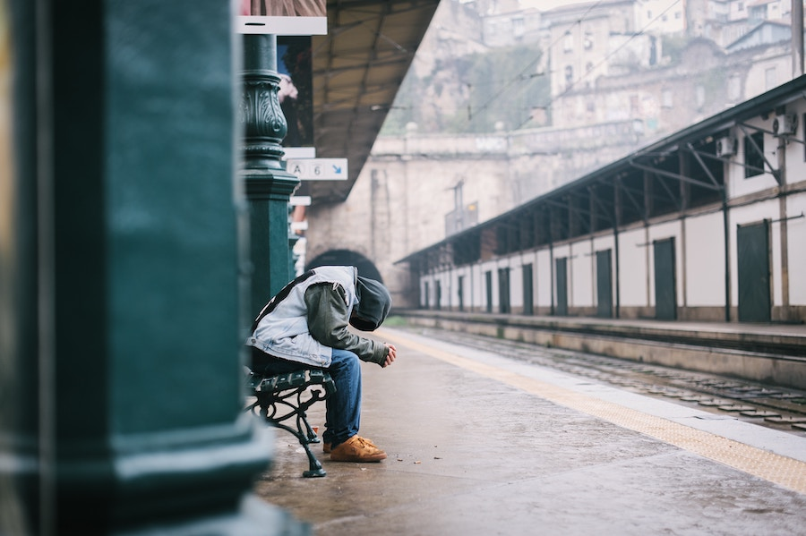 Hurt man. Photo by  Maksym Kaharlytskyi .