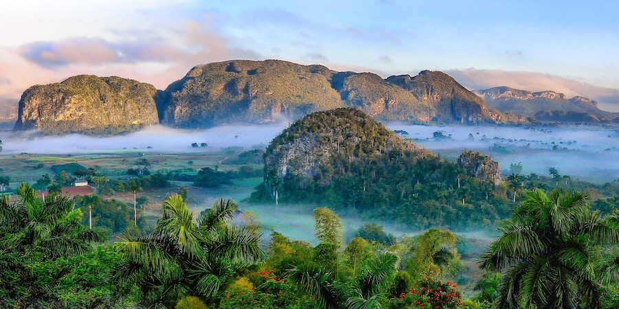 Keep your perspective broad. Landscape at Viñales, Kuba. Photo by  Simon Matzinger .