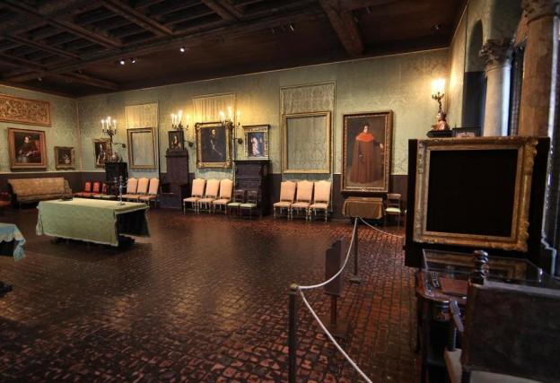 Empty Frames Inside the Museum