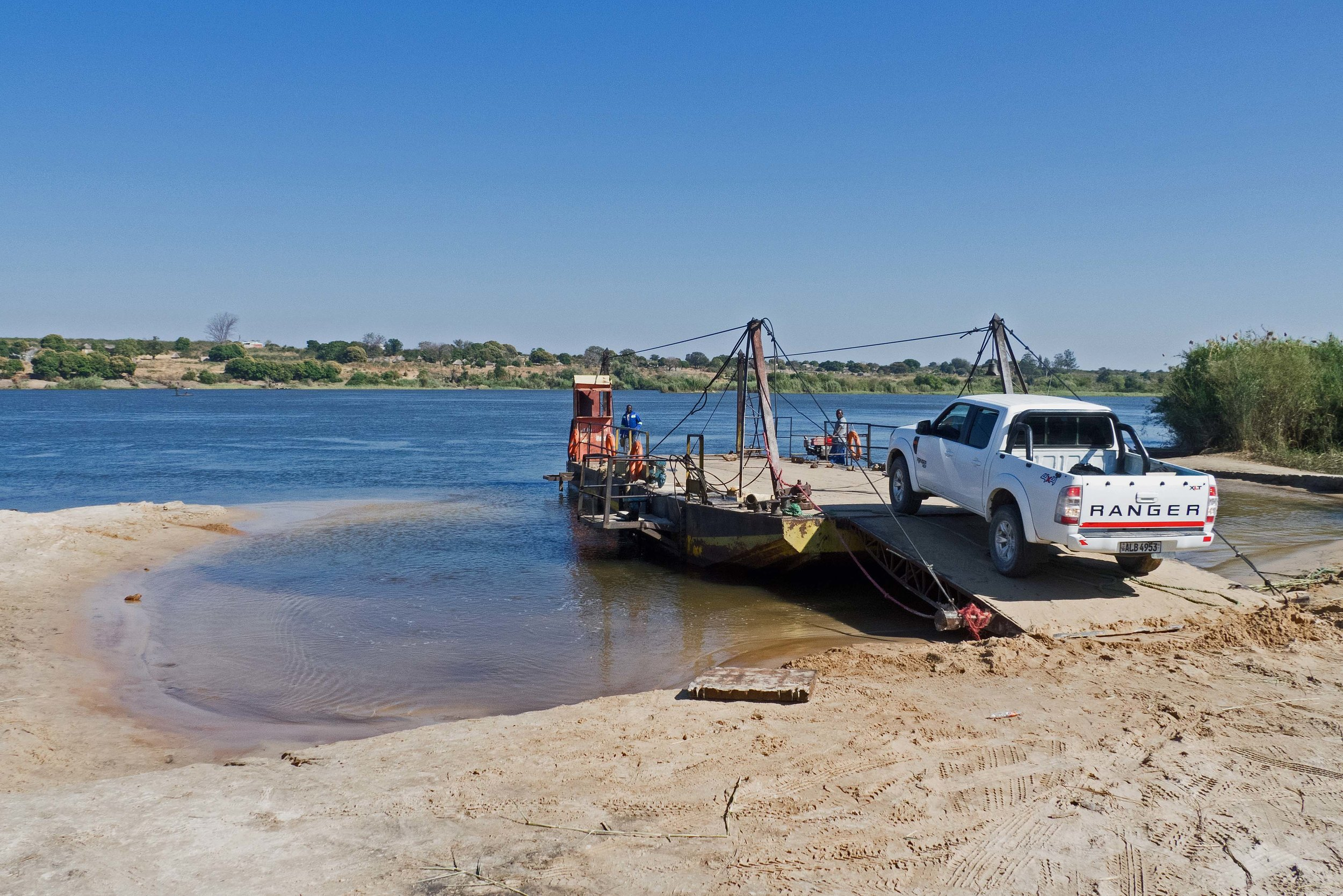 The short-cut from Nangweshi to Mongu included this ferry crossing.
