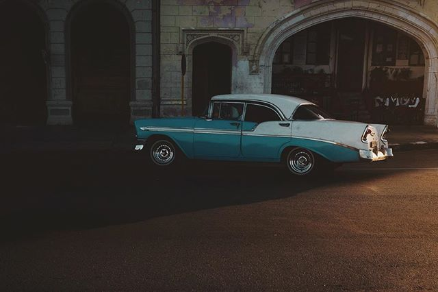 In the shadow- Havana - Cuba 🇨🇺 #cuba #cubatravel #cuba2day #leroutard #cuban #earthfocus #taxi #havanacuba #taxidriver #latergram #havana #colonial #vintage #chevrolet #lonelyplanet #visitcuba #shadow #reflection #lowlights #caraibes #colors #car #igerscuba #igersfrance #nikon #d750 Cuba2Day @havana.destinations @cubavisit @earthfocus @chevrolet @leroutard @_havanaclub @cuba2day @cuba_gallery