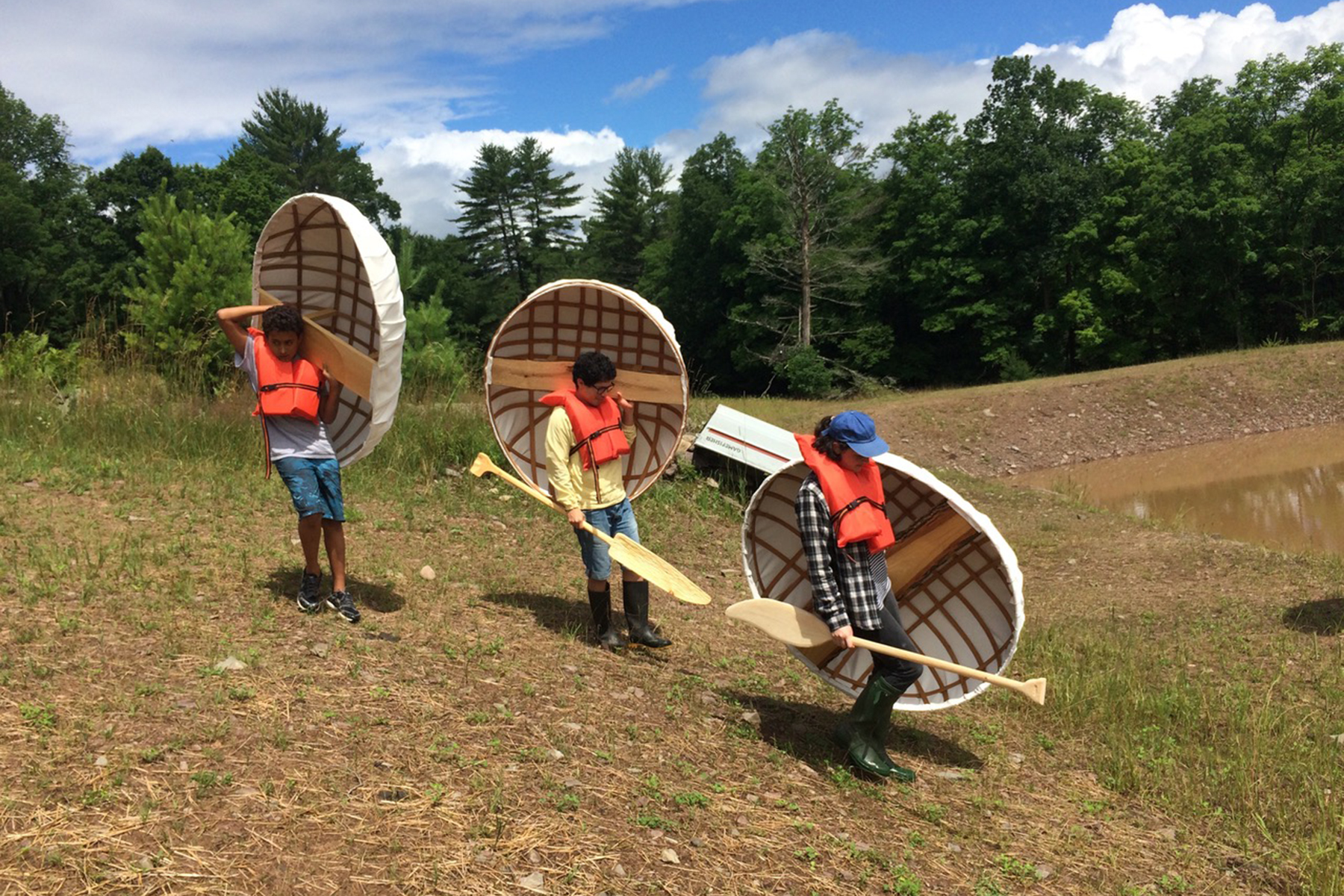 2016 Pond Session: Building Coracles with Resident Artist in Complex(ity), Gina Siepel. Photograph courtesy of Mildred's Lane.