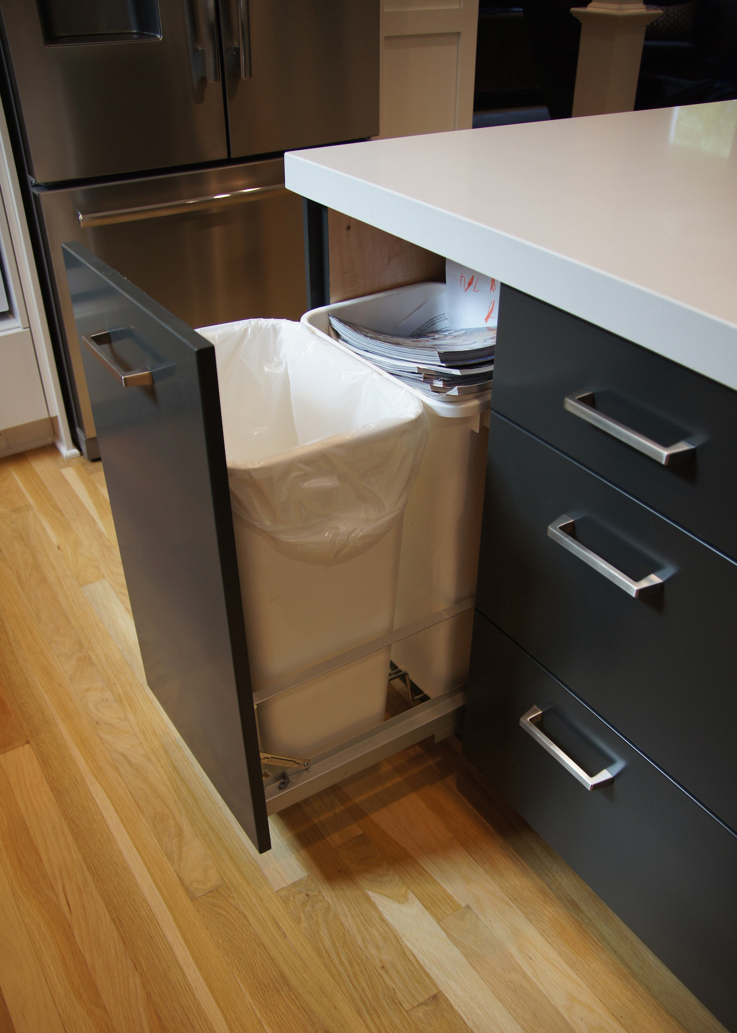 S.trash can.01.jpg