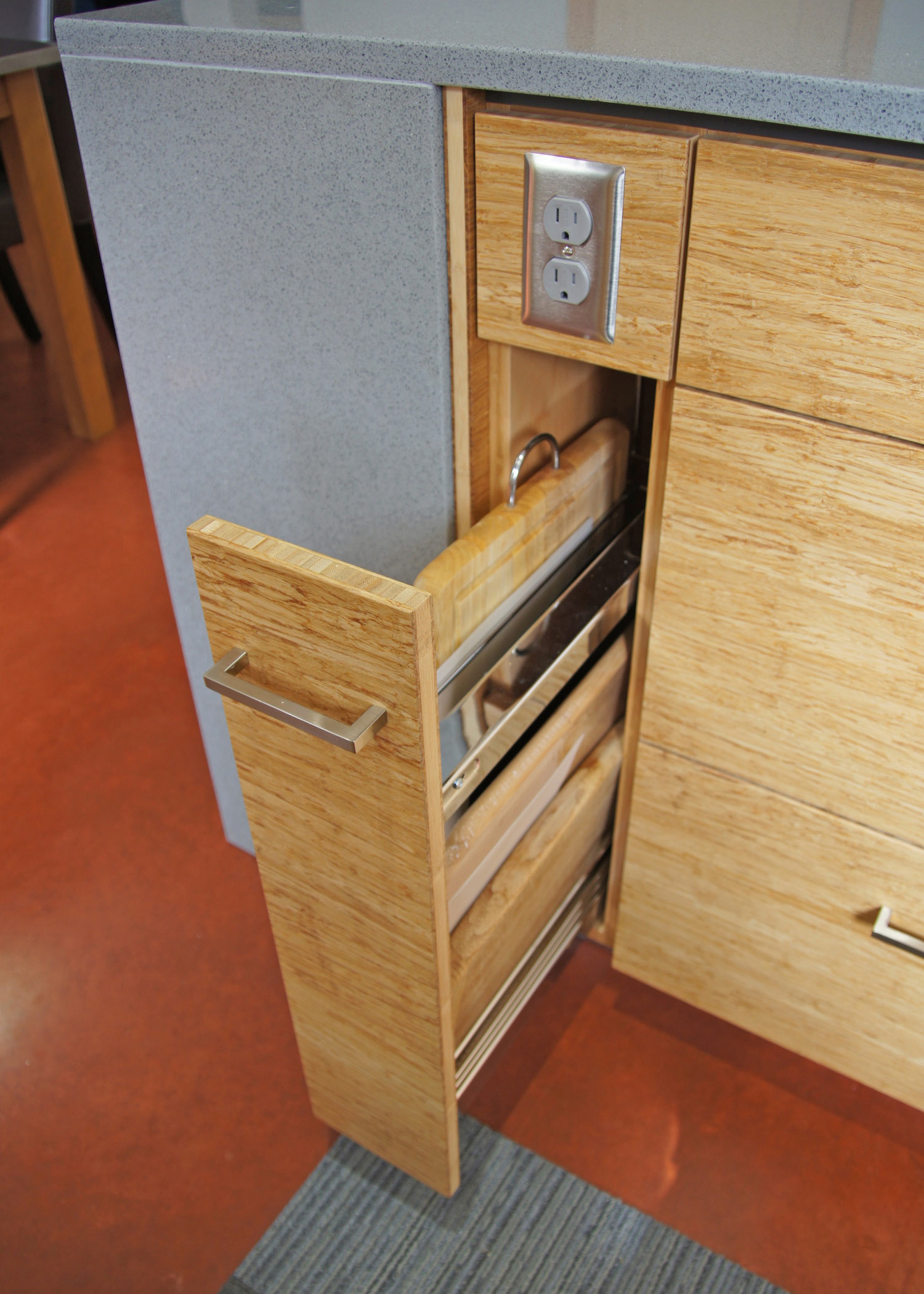 09 chopping board pull out.jpg