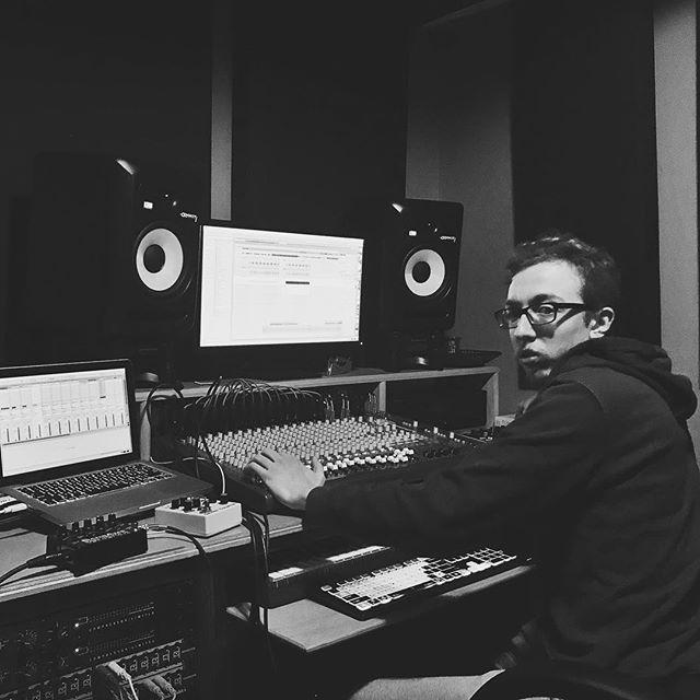 We're back in the studio. ➖ Recording day 1: beat for Wake Up and Drive. ➖ #studio #recordingstudio #beats #music #musicproduction #analog #analogdrummachine #drummachine #statenisland #sibands #electronicmusic #2manband #gangsta