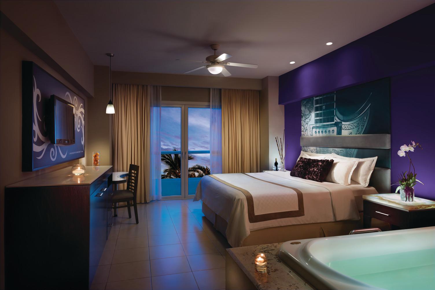 HRH Vallarta Deluxe Gold Room 082215.jpg