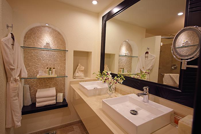 SEPBP_DLX_bathroom.jpg