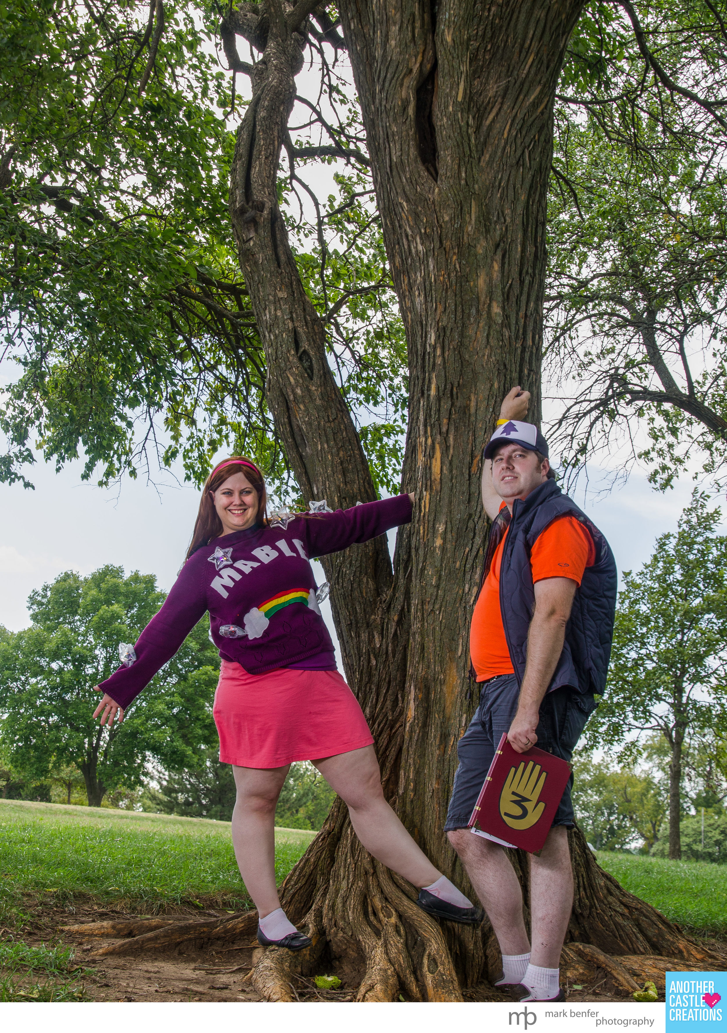 Lydia Heartwell as Mable Pines and The Walking Farnsworth as Dipper Pines at the first evr TOPCON in 2014.