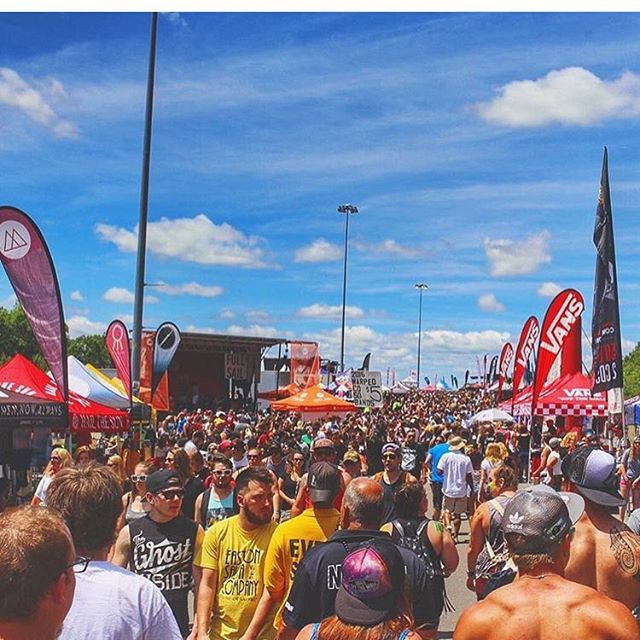Vans_Warped_Tour_2017_ATM_Rental_Company_Music_and_Arts_Festival_Los_Angeles_California